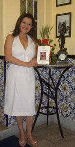 A organizadora Luciene Félix no lançamento do livro