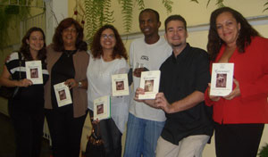 Membros da Conte Comigo no lançamento do livro