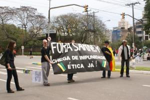 Em Porto Alegre, manifestantes pediram a saída de Sarney