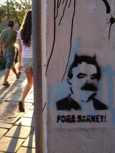 Pichação em muro da Avenida Osvaldo Aranha, em Porto Alegre